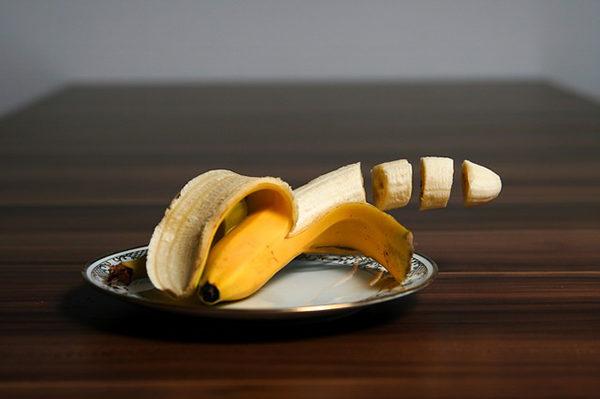 Banán se výtečně hodí jako pojidlo do sladkého.