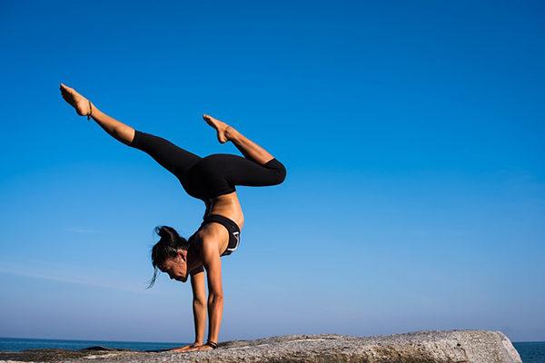 Na první lekci hot jógy se raději pořádně připravte.