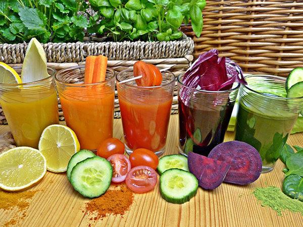 Zkuste detox pomocí ovocných a zeleninových šťáv.