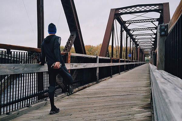 Před joggingem se nezapomeňte protáhnout.