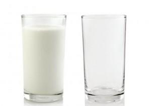 sklenice mleka
